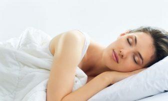 健康に痩せるカギは睡眠。7時間眠る「3・3・7睡眠」推奨