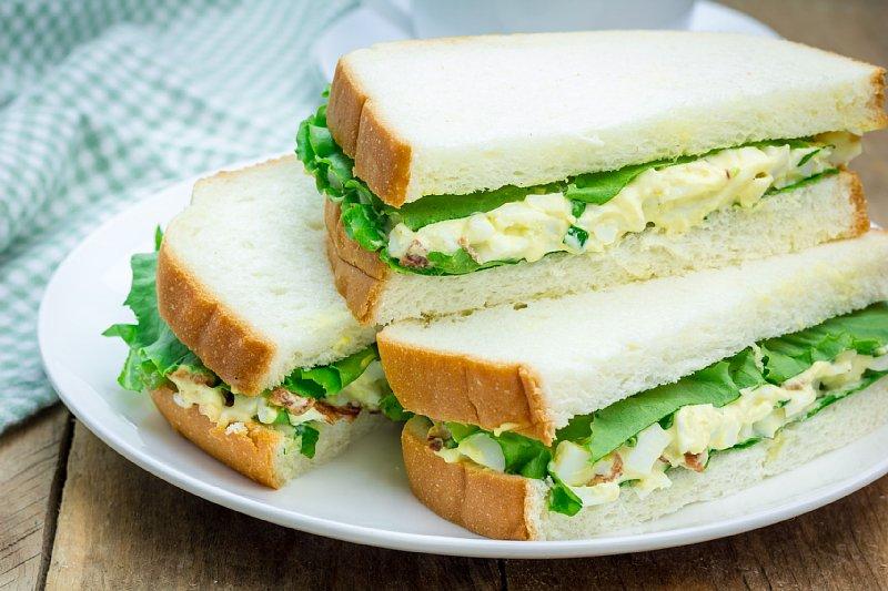 コンビニ食材の中では、卵サンドがダイエット向き!? 写真/アフロ
