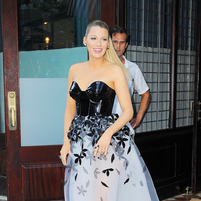"Blake Lively looks glowing as she heads to the ""Shallows"" Premiere, NYC Pictured: Blake Lively Ref: SPL1306598 220616 Picture by: Splash News Splash News and Pictures Los Angeles:310-821-2666 New York: 212-619-2666 London: 870-934-2666 photodesk@splashnews.com"