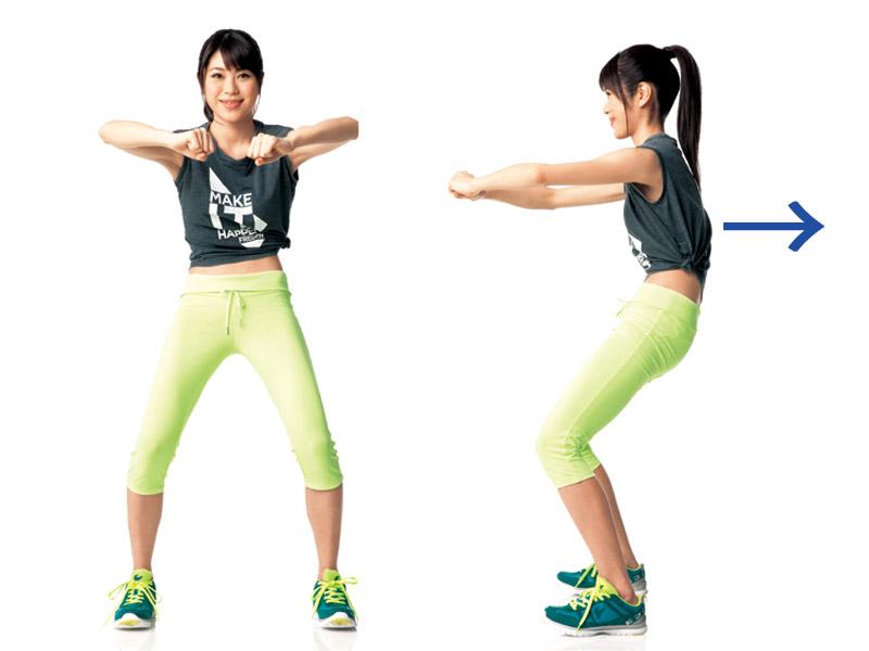 腹筋を締めて引き上げ、肩甲骨を寄せる