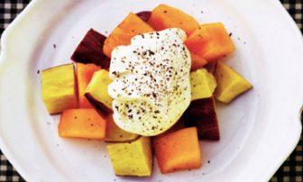 【旬菜】コショウが効いた「柿とサツマイモのマスカルポーネソースがけ」