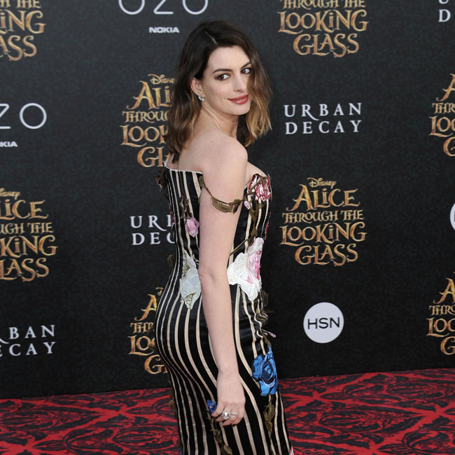 Actress Anne Hathaway arriving at the premiere of Disney's 'Alice Through The Looking Glass' at the El Capitan Theatre on May 23, 2016 in Hollywood, California. BANG MEDIA INTERNATIONAL FAMOUS PICTURES 28 HOLMES ROAD LONDON NW5 3AB UNITED KINGDOM tel +44 (0) 20 7485 1500 e-mail pictures@famous.uk.com www.famous.uk.com