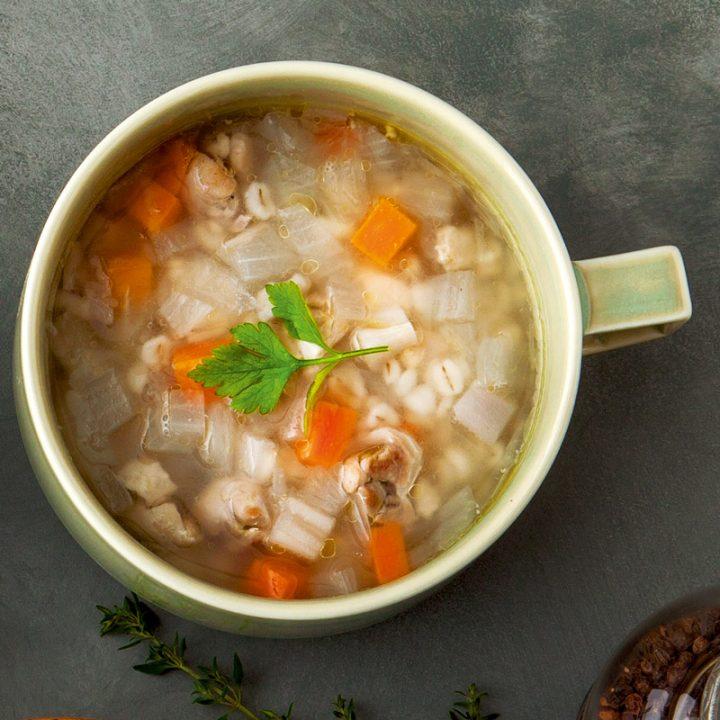 「鶏肉と押し麦のジンジャースープ」