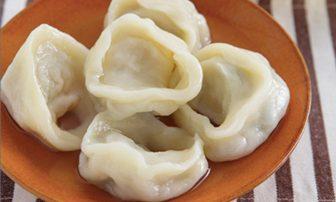 【旬菜】つるんとした食感。デトックスにも役立つ白菜入りの「水餃子」