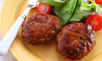 【旬菜】しっかりかさまし!ボリューム満点の「牛ゴボウのハンバーグ」
