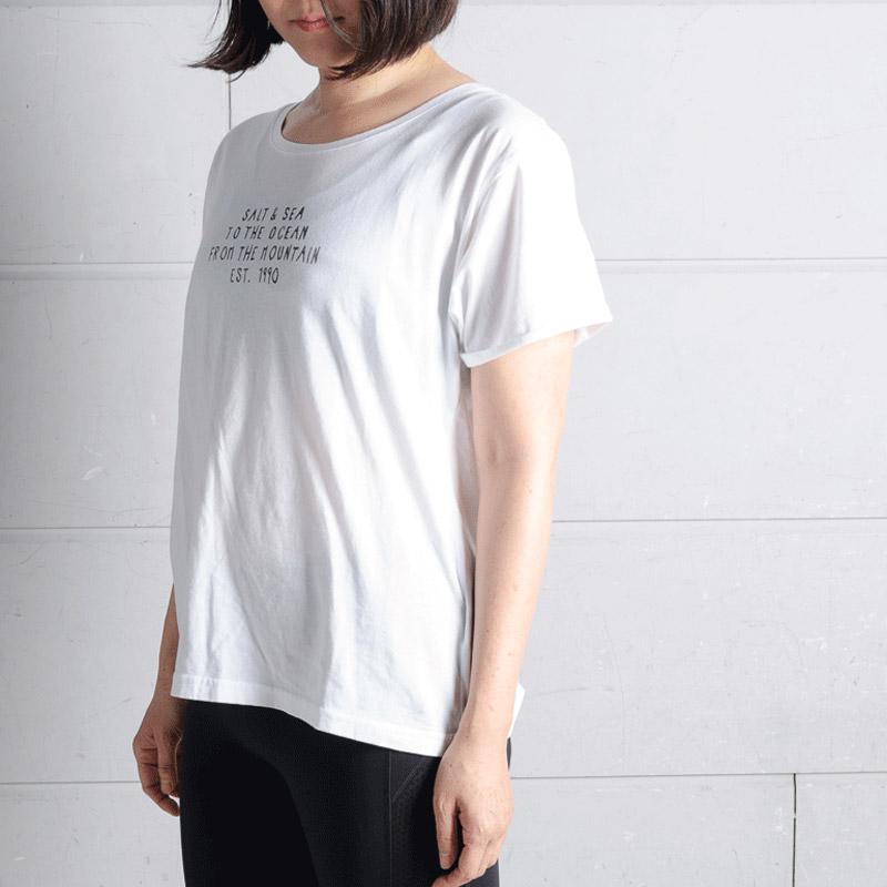 「Tシャツ SALT&SEA S/S TEE(ソルト アンドシー エスエスティー)」4104円、「ロングタイツ BREATHLESS PANT(ブレスレスパンツ)」(7560円)/ともに、ROXY