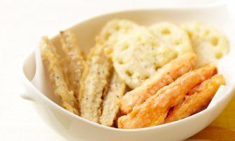 【旬菜】れんこん、にんじん、ごぼうの3種類が並ぶ「根菜のベニエ」