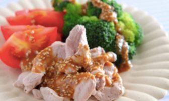 【旬菜】ブロッコリーとトマトが美肌作りにうれしい「蒸し豚のごまみそがけ」