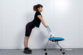 ダイエットに役立つ【筋膜リリース】すきま時間の「椅子ストレッチ」で代謝アップ!