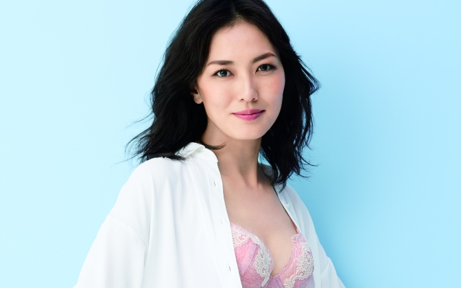 ワコールの40代向けライン「LASSE 」のブランドキャラクターは、板谷由香