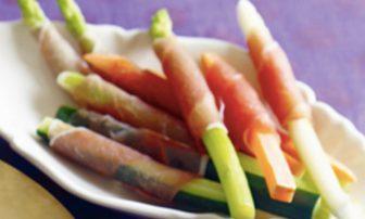 【旬菜】簡単で栄養ばっちり!おもてなしにも活躍する「スティック野菜の生ハム巻き」