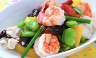 【旬菜・そら豆】野菜が彩り豊かな「エビとそら豆の塩炒め」
