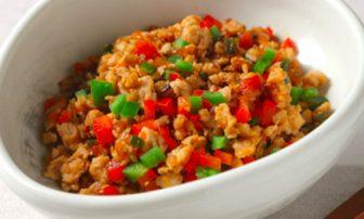 【夏野菜の痩せレシピ】代謝アップに◎。ピーマン入りの「野菜たっぷり鶏そぼろ」