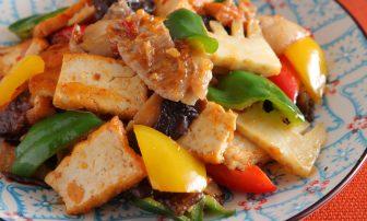 【夏野菜の痩せレシピ】ボリューム満点の「厚揚げとピーマンのピリ辛炒め」