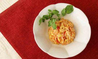 【痩せレシピ】満足感が抜群!「もやしレモンとトマトのチーズライス」