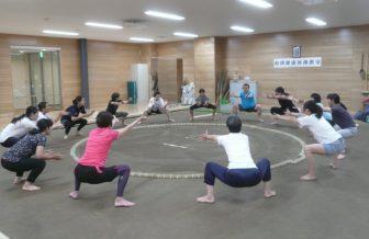 股関節を刺激し、代謝がアップ!女性にも人気の「相撲体操」