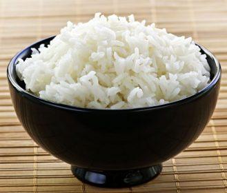 糖質制限ダイエットで米離れ加速も。海外でおにぎり人気の理由