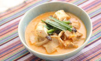 【便秘改善レシピ】キムチで代謝もアップ!「豆乳ごま純豆腐チゲ」
