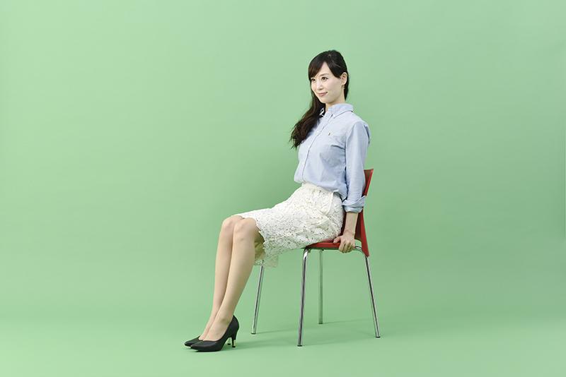 小林_椅子くびれ2