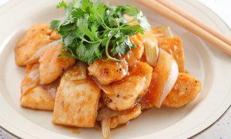 食べ過ぎをリセット!【痩せレシピ】運動後に◎の「鶏ささみと豆腐の炒め物」