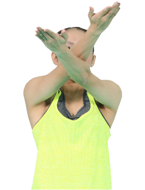 手のひらを内に返しながら両腕が顔を覆う位置でひじを重ねる女性