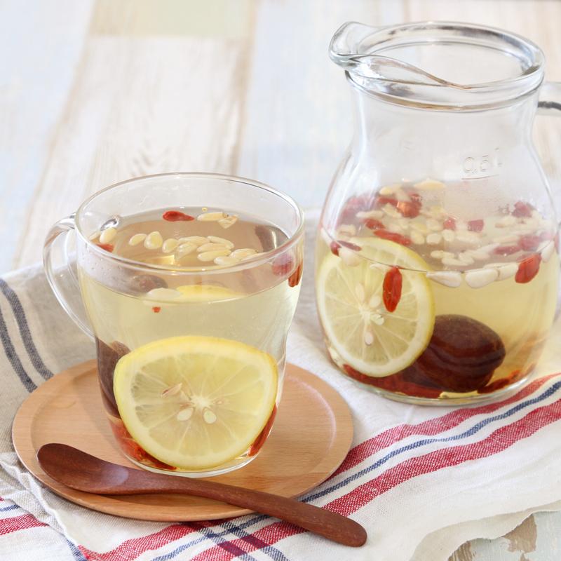 容器にはいった「薬膳レモン白湯」
