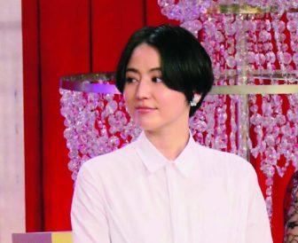 """長澤まさみに山本美月も!女優たちの春の2大トレンドは""""白""""と""""花柄"""""""