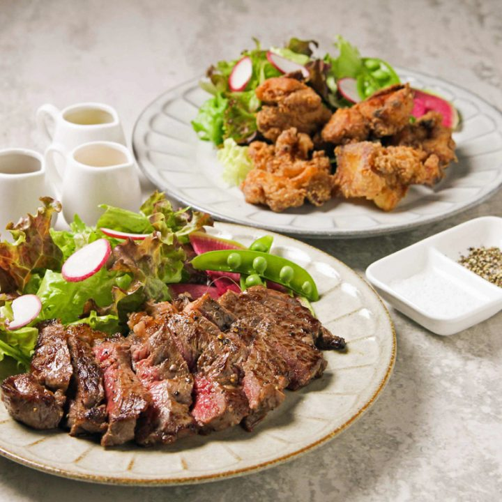 『グラスフェッドビーフ サーロインステーキ』と『美桜鶏(みおうどり)のグルテンフリーから揚げ』