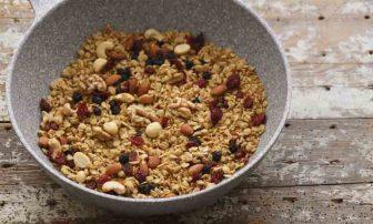 【フライパンで簡単レシピ】腸活&ダイエットに役立つ「グラノーラ」
