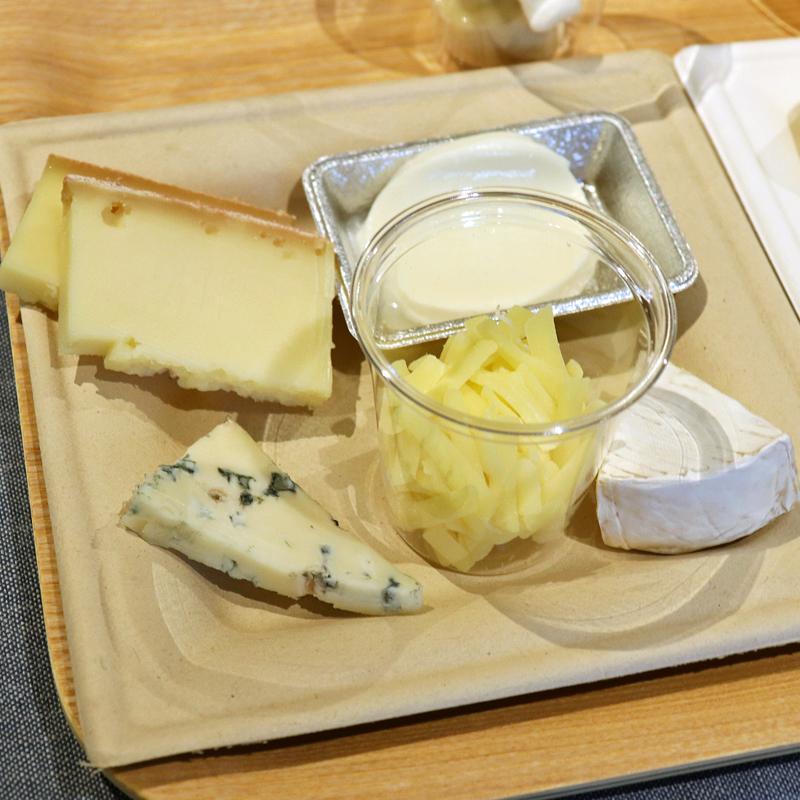 5種類のチーズ(ラクレット、モッツアレラ、カマンベール、ゴーダ、ゴルゴンゾーラ)