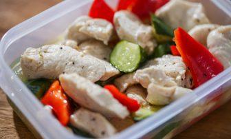 【RIZAP監修】糖質制限に役立つダイエットレシピ「鶏胸肉のレモンペッパーマリネ」