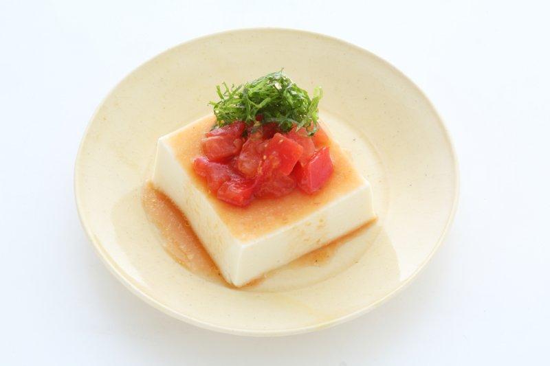 トマトの万能だれがかかった豆腐