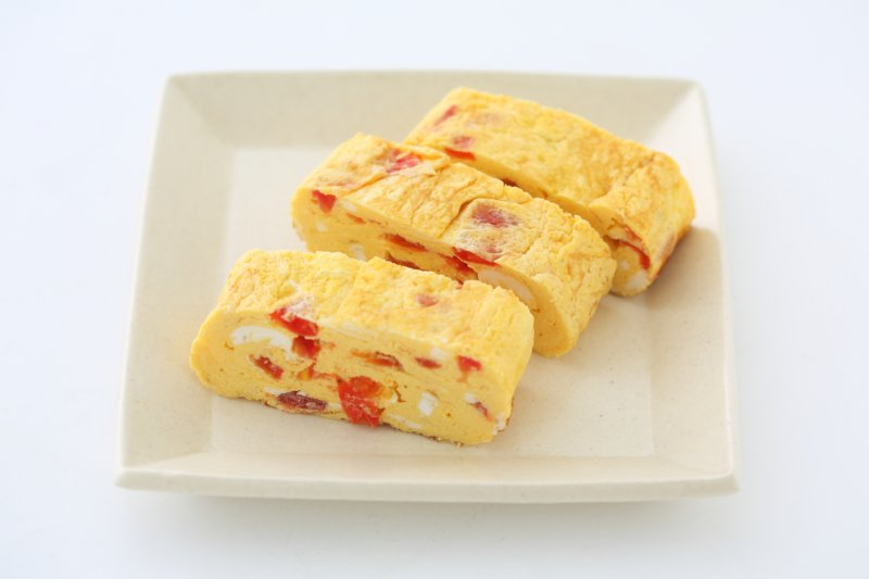 トマトの万能だれを混ぜた卵焼き