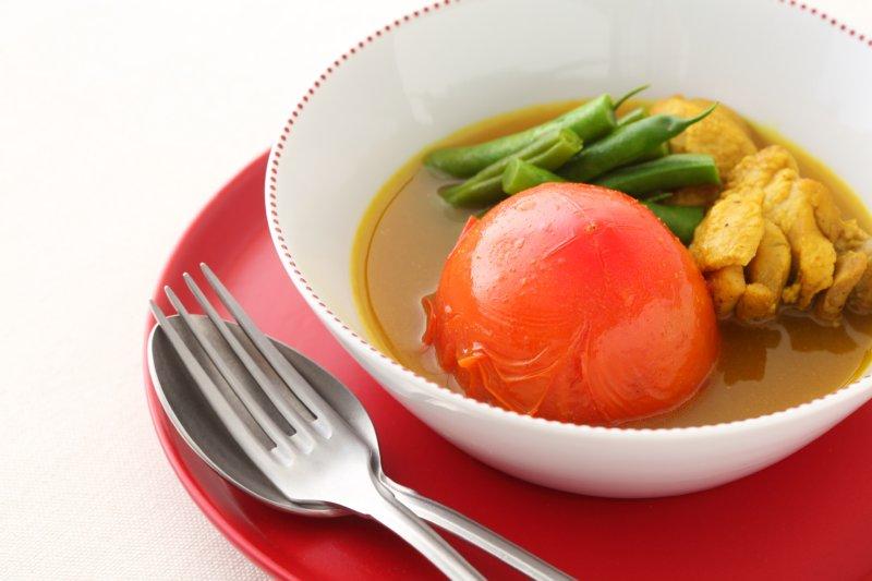 丸ごとトマトと鶏肉のカレースープ煮