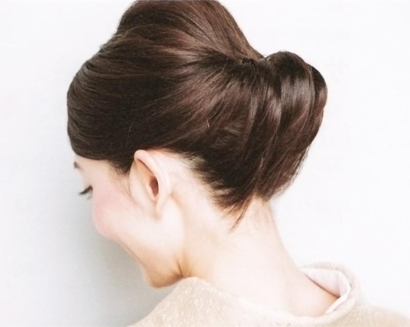 ゆるふわヘアにした女性の頭の後ろ