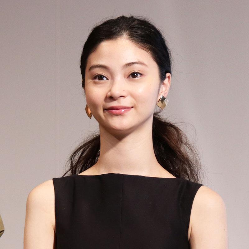 ヘア&メイクアップアーティストの長井かおりさんによってメイクされた女性モデル