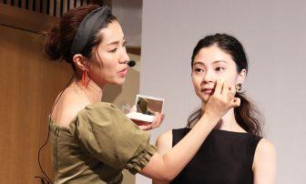 パウダーファンデーションで「ツヤ肌」になる方法とは?美のプロ・長井かおりさんが伝授