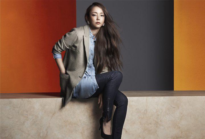 H&M秋のコレクションから、ジャケットを羽織る安室奈美恵