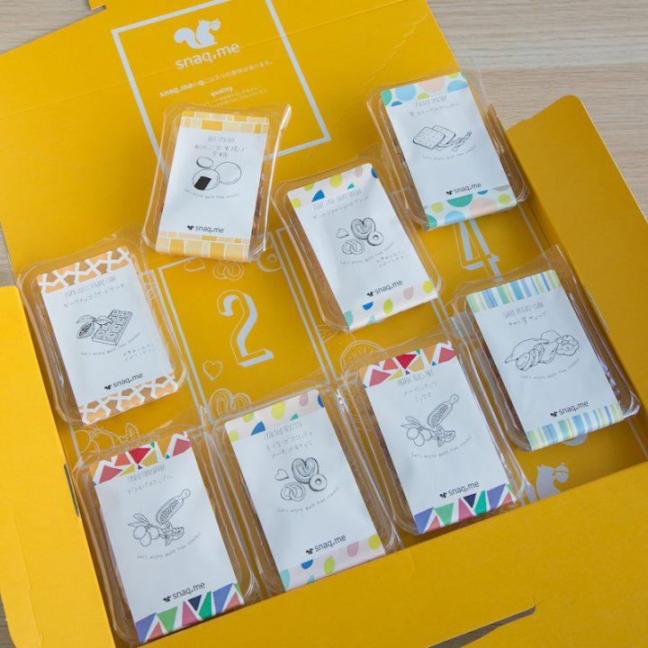小分けの菓子パックが8つ入った「snaq.me」の箱