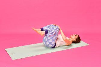 骨盤の歪みを治す方法6選 寝ながらストレッチ、ストレッチポールで骨盤矯正などまとめ