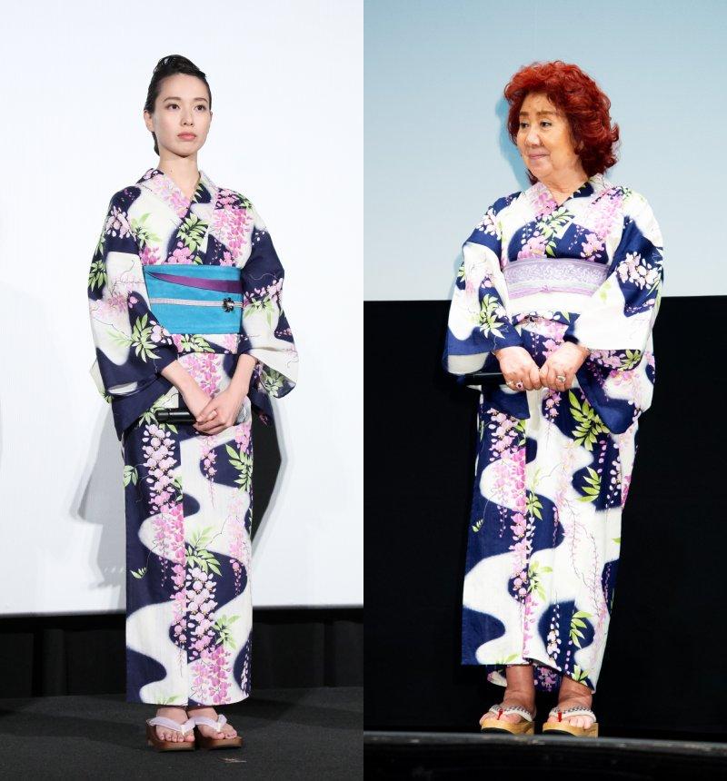 同じ浴衣を着た戸田恵梨香と野沢雅子