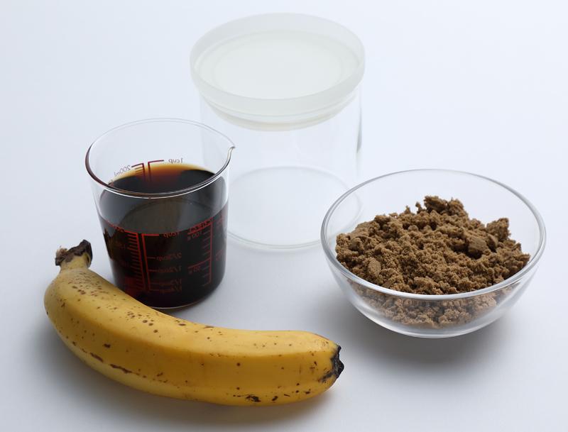 バナナと黒酢と黒糖と容器