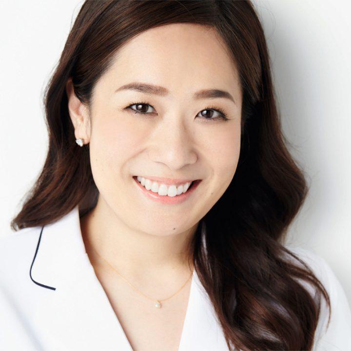 歯科医・デンタル美顔プロデューサーの是枝伸子さん