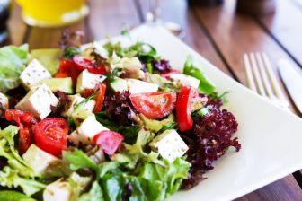 不足しがちな栄養素は?緑黄色野菜がおすすめの理由と効果的に食べる方法