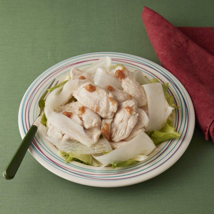鶏むね肉の梅サラダ
