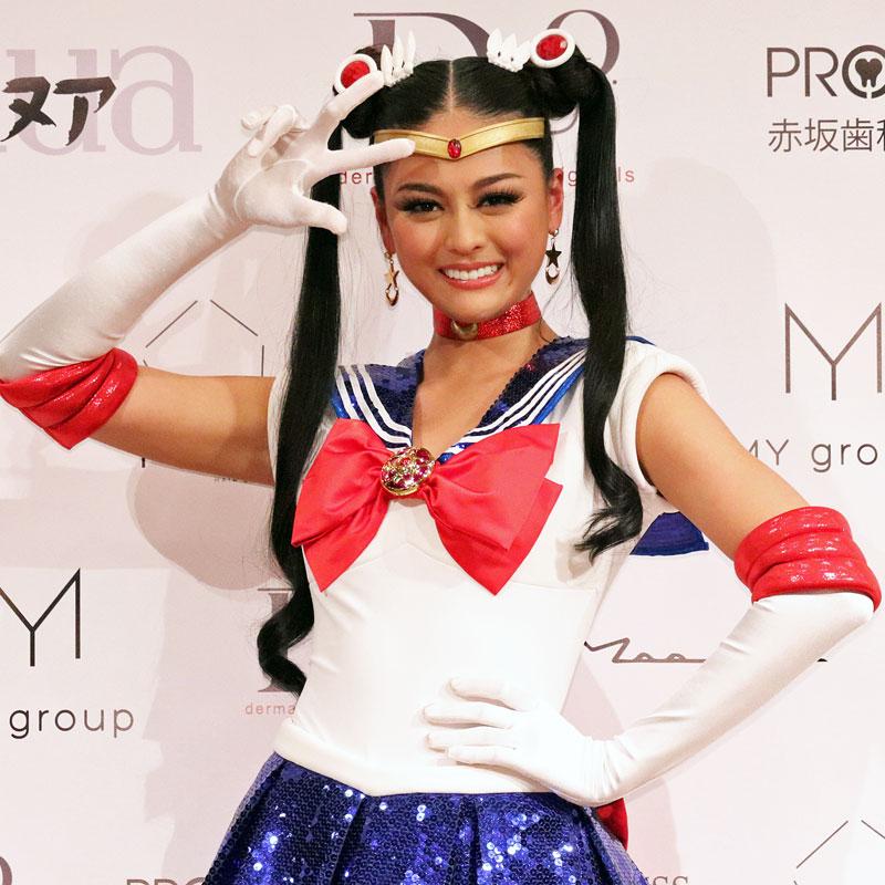 セーラームーンの衣装を着た加藤遊海さん