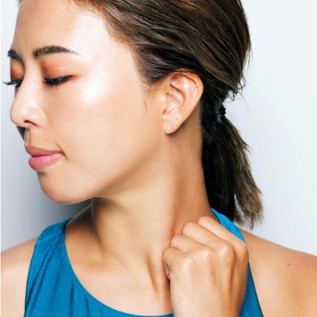 胸鎖乳突筋を際立たせるエクササイズ 4
