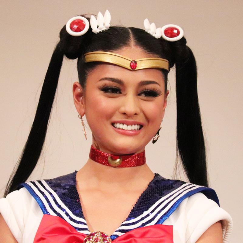 セーラームーンコスチュームに着替えた加藤遊海さんの顔アップ