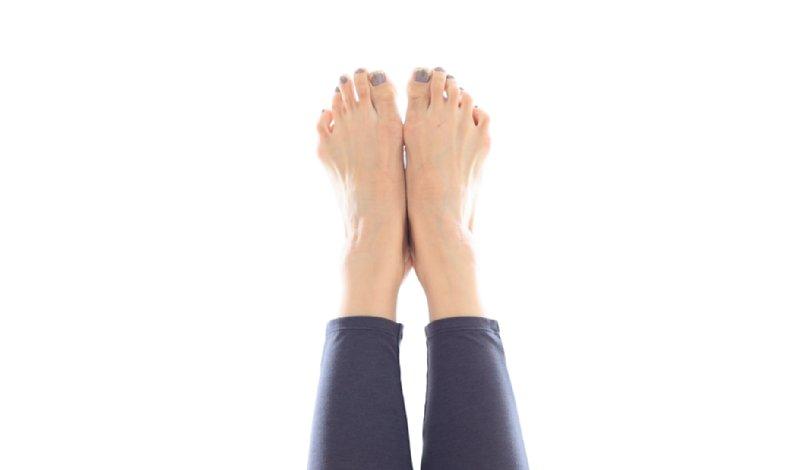 つま先まで脚をまっすぐ伸ばした画像