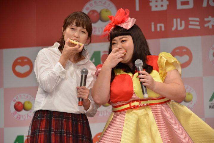 りんごをかじる岡崎朋美と渡辺直美